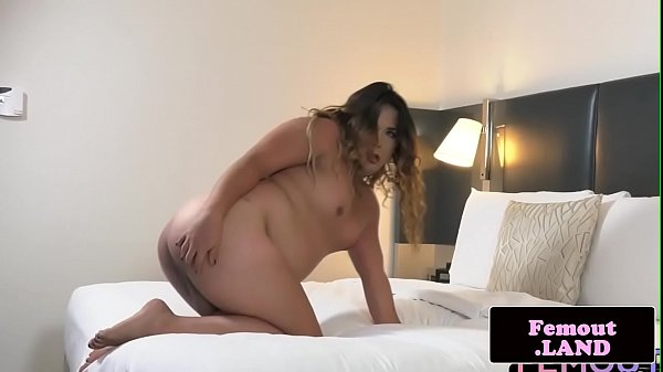 Chubby shemale jerking off in first time solo